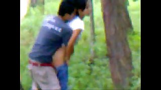 Desi girlfriend outdoor screwing with beau