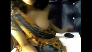 desi indian girl undressing in saree on webcam displaying bigtits
